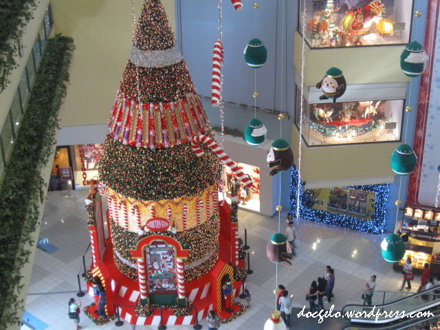 shangri la mall xmas tree 2009