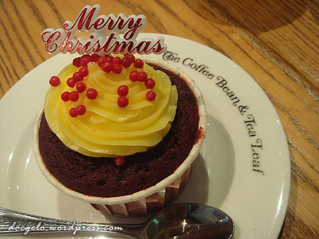 sublime : red velvet cupcake from coffee bean & tea leaf, queensbay mall, pulau pinang