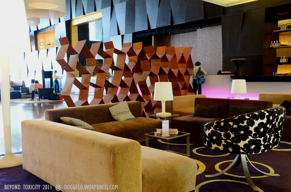 the lobby of G Hotel in Persiaran Gurney, Penang.. cool, modern & stylish.